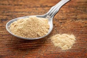 maca root powder on tablespoon