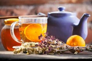té de hierbas caliente foto