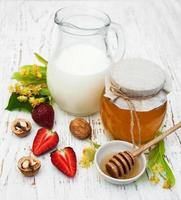 Linden honey and milk