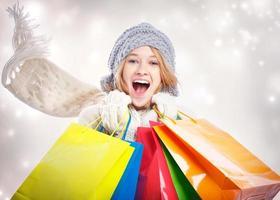 feliz, mujer joven, con, bolsa de compras