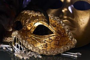 máscaras venecianas de oro viejo