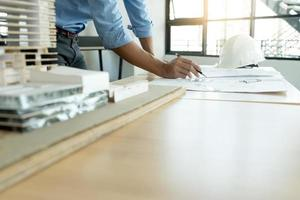 arquitecto en planos