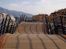 puente de madera en san pedro de alcantara foto