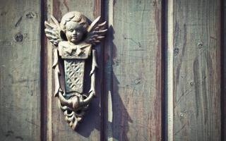 aldaba de puerta antigua rústica