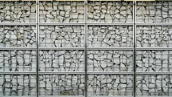 muro decorativo con piezas de piedra