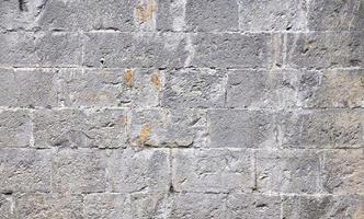 close-up de uma parede rústica de tijolos foto