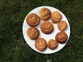 biscoitos no prato foto