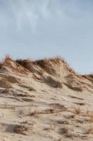 dunas de areia gramadas foto