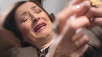 triste donna che piange