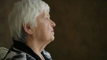 triste femme âgée