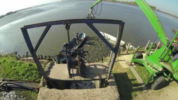 pesca professionale - pescatori al lavoro