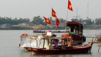 barco no rio video