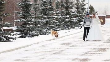 Hochzeitspaar Winterwandern