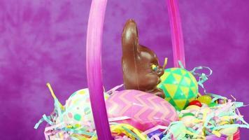 cesta de coelhinho da páscoa de chocolate
