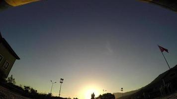 Pferdesprunghürde bei Sonnenuntergang, Schattenbildreiter