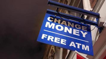 trocar sinal de dinheiro à noite