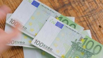 einhundert Euro Banknoten video
