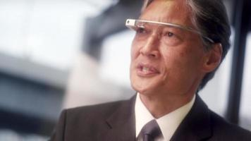 chat de vídeo profissional de negócios de sucesso usando tecnologia wearable video