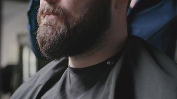 secar el cabello en el salón