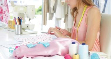 atractivo material de corte de diseñador de moda