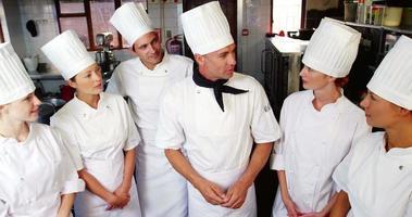 leider in interactie met chef-koks video