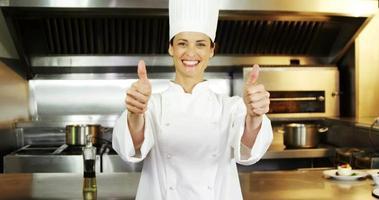 mooie chef-kok duimen opdagen video