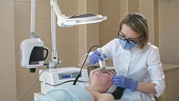 trattamento viso ad ultrasuoni