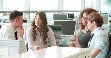 reunião de negócios informal em um escritório video