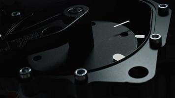 4k composición técnica de relojes hechos a mano trabajando video