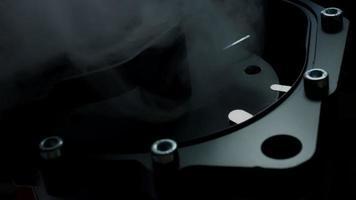 Composizione tecnica 4K di orologi fatti a mano che lavorano con il fumo