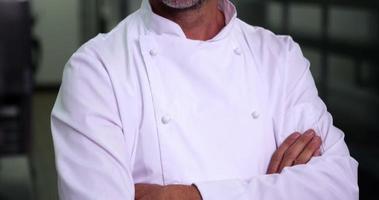 chefe de cozinha fazendo sinal de ok e sorrindo para a câmera video