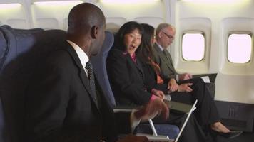laptop en un avion video