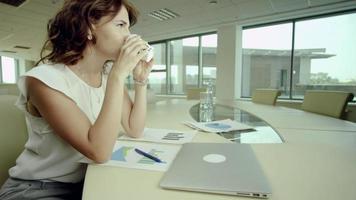 pausa para café no escritório video