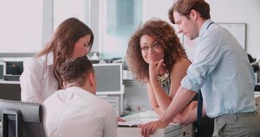 reunión de negocios informal en una oficina