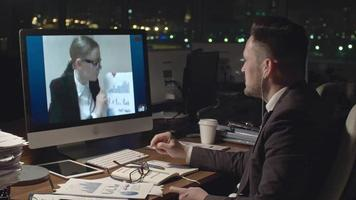 discuter des données financières par appel vidéo video