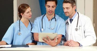 medizinisches Team arbeitet zusammen