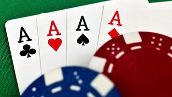 quattro assi e fiches da poker video