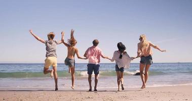 Freunde genießen zusammen