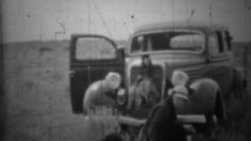 1936: caccia ai polli della prateria, marito e moglie, tempo di qualità insieme.