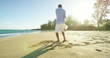 padre e hija divirtiéndose en la playa video