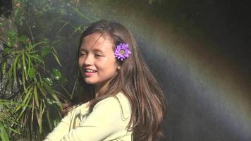 bambina e arcobaleno