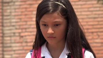 Kind spricht auf dem Handy video