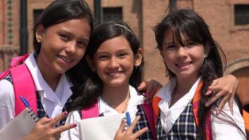 sonriendo felices niñas de la escuela