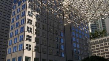 edifício de escritórios no centro de verão dos EUA, miami, vista superior 4k
