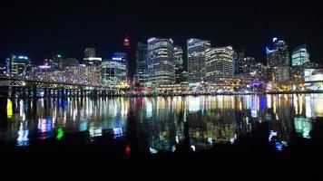 Sydney, Australien Stadtbild vom Ufer in der Nacht: Zeitraffer