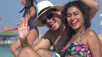 persone che si divertono in vacanza
