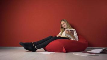 hartnäckige junge Studentin studieren