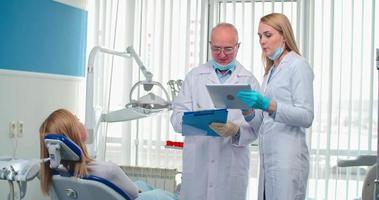 profissionais de saúde bucal