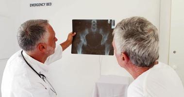 Ärzte sprechen über das Röntgenradio video