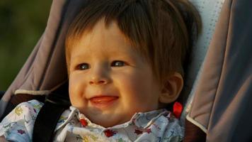 bébé souriant.
